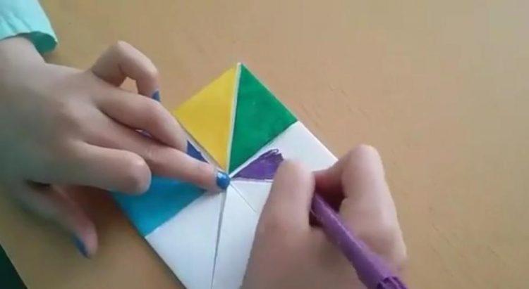 Vídeo de papiroflexia sobre como realizar un comecocos