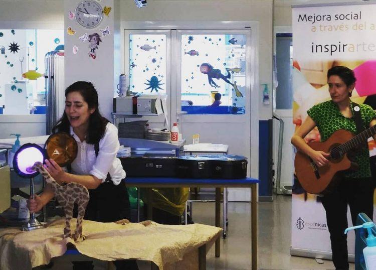 Actuación del cuenta cuentos La Máquina de soñar en el Aula Hospitalaria del hospital la paz de Madrid